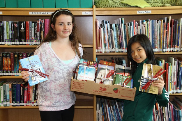 Jr. Library Helpers Prepare Gift for Each One Teach One
