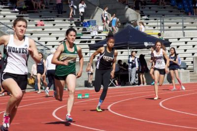 Emma, Gr. 12, placed 3rd in Sr. Women's 400m, qualifying for the BCs. The Top 3 girls in this race are among the top 5 in BC.